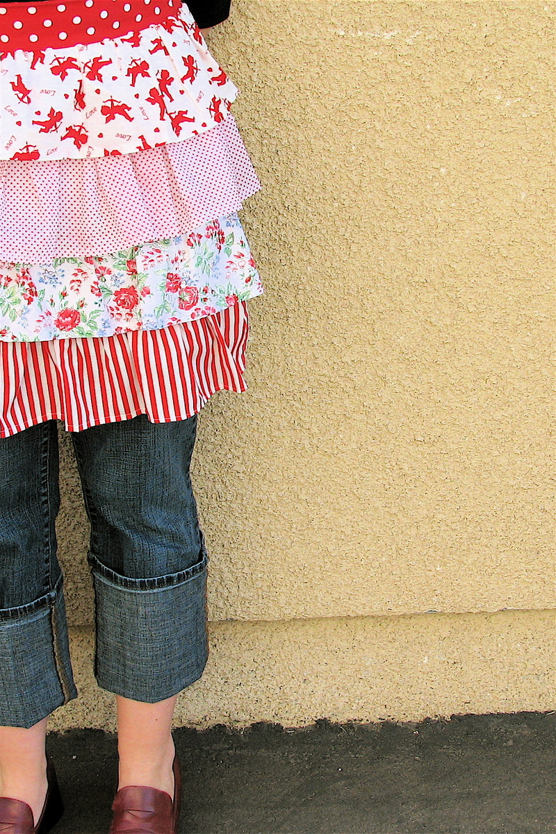 dress up jeans with a ruffle apron free apron pattern